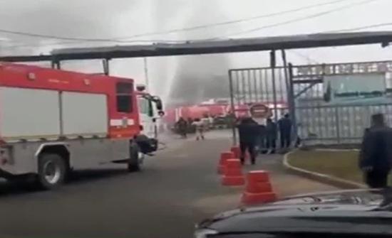 بالفيديو : المطافئ تسيطر على حريق مساحته 600 متر مربع في موسكو