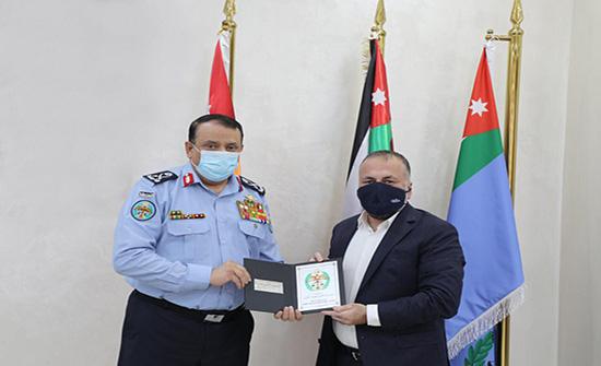 مدير الأمن العام يكرم رئيس جمعية إنتاج السيد بشار الحوامدة
