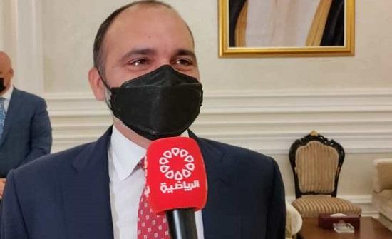 الأمير علي يصل الكويت لمتابعة منتخب الكرة