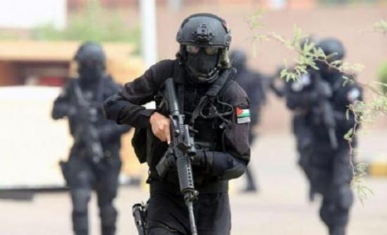 السلط : مداهمة امنية بحي الخليفات