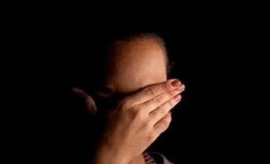 """مصرية تتفاجأ بنشر صورها عارية على صفحة لـ""""تبادل الزوجات"""".. والجاني زوجها"""