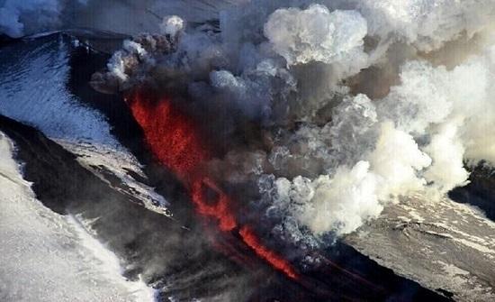 بركان هائل في ألاسكا يحيّر العلماء