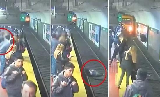 شاهد: امرأة تفلت من الموت بأعجوبة بإحدى محطات المترو في الارجنتين