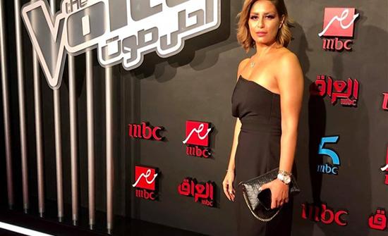 شاهد : فستان كب أسود.. منة فضالى تأسر قلوب متابعيها في لبنان