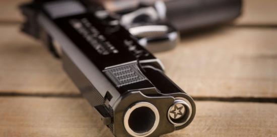 القبض على والد طفل ظهر بفيديو وهو يطلق النار في معان