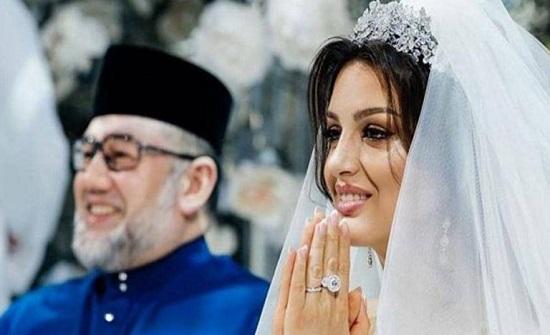 ملكة الجمال الروسية تروي قصة حبها وزواجها بملك ماليزيا السابق