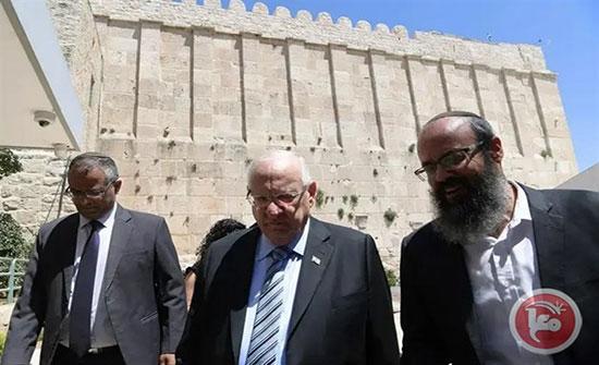 بالفيديو : نتنياهو يقتحم المسجد الإبراهيمي: سنبقى بالخليل للأبد