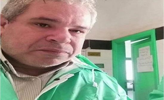 """فيديو مؤثر لطبيب مصري مصاب بـ""""كورونا"""" قبل وفاته بلحظات"""