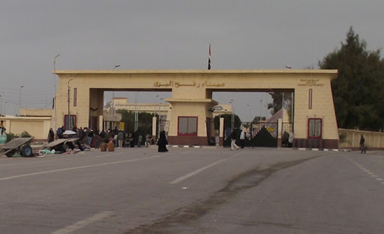 مصر تفتح معبر رفح وتستقبل الجرحى والمصابين في مستشفياتها
