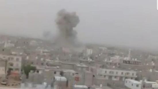 مستشار الرئيس اليمني يتهم الحوثيين بالسعي لفتح مطار صنعاء بهدف نقل السلاح