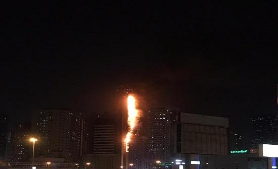 بالفيديو ..حريق بواجهة أحد الأبراج السكنية بالشارقة