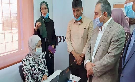 وزير الشباب يفتتح قاعة للحاسوب بالشونة الشمالية
