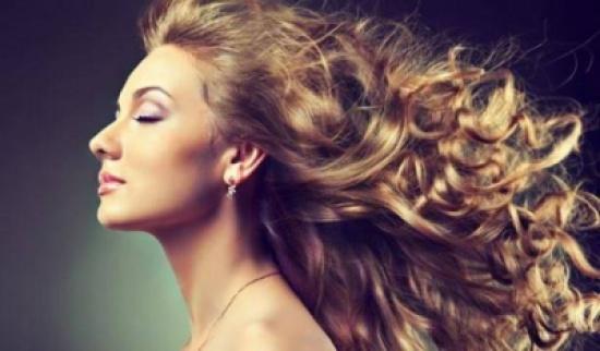 بالفيديو .. مذيعة أردنية : أنا ما أعرف انظف شعري