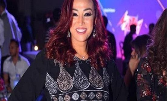 فنانة مصرية تتعرض للتنمر بعد نشرها صورا لابنتها المحجبة!
