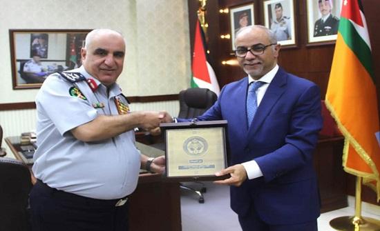 مدير الدفاع المدني يؤكد اهمية تحقيق الاستثمار الامن