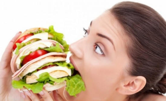 كيف تتوقف عن الأكل بشكل مفرط أثناء الليل؟