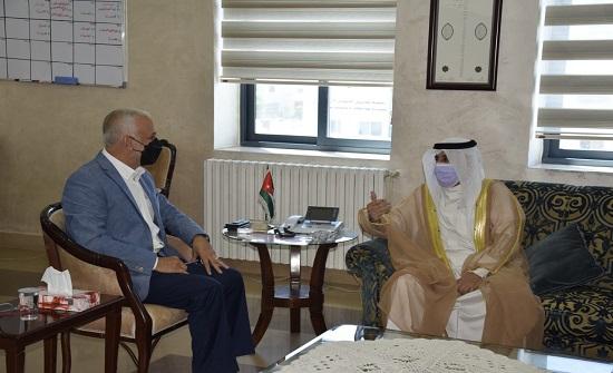 وزير التنمية الاجتماعية يستقبل السفير الكويتي