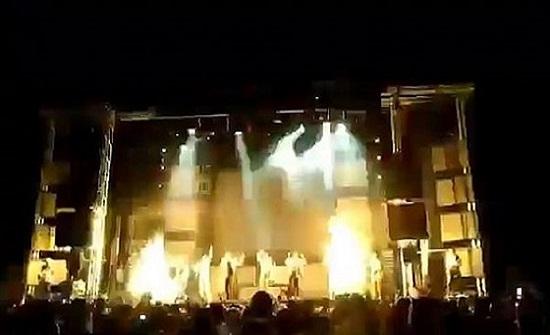 بالفيديو..مصرع مغنية على خشبة المسرح بفعل الألعاب النارية
