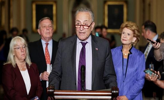زعيم الأغلبية بمجلس الشيوخ يؤيد سحب سلطة استخدام القوة العسكرية من البيت الأبيض