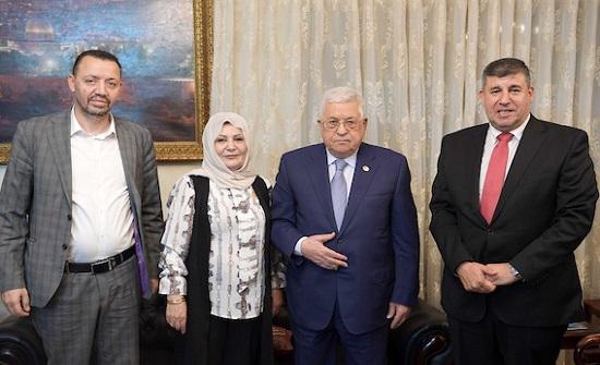 بالصور : الرئيس عباس يستقبل لجنة فلسطين النيابية