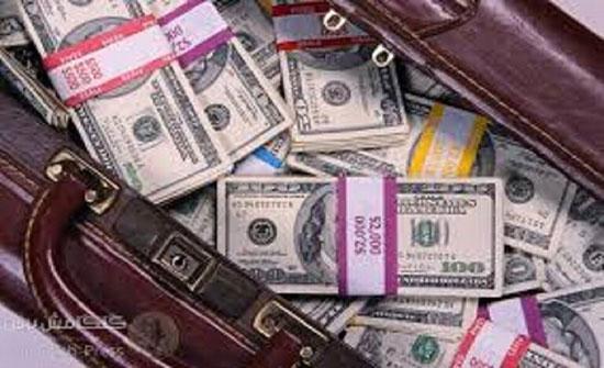 القضاء اللبناني يحظر إخراج الدولارات بالحقائب من البلاد