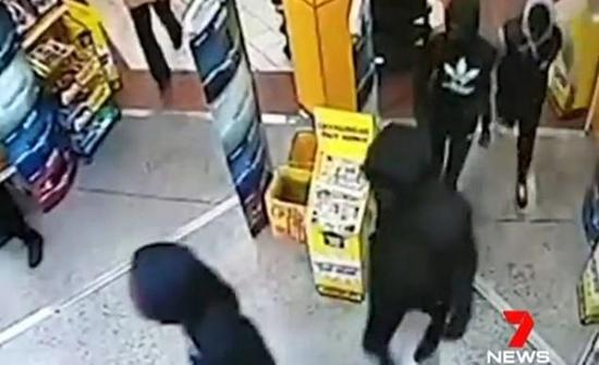 شاهد: لحظة هجوم عصابات على المحلات في أستراليا