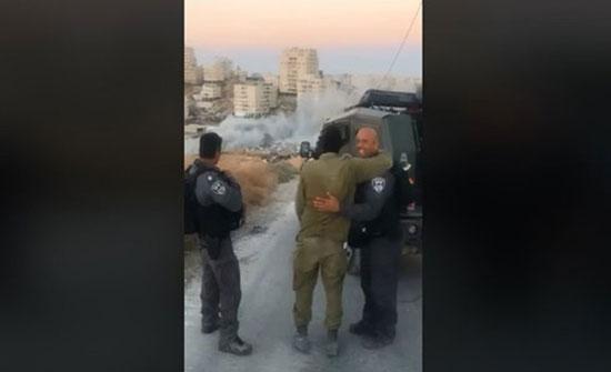 شاهد كيف احتفل جنود الاحتلال بتفجير مبنى فلسطيني في القدس- (فيديو)