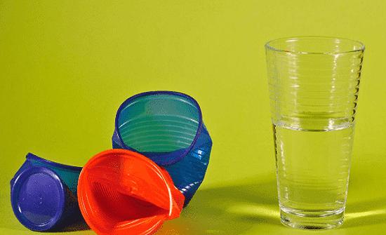 الأكواب البلاستيكية تدمر جسم الإنسان