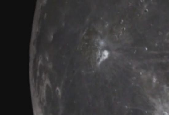 فيديو يظهر جسما فضائيا مجهول الهوية ينطلق من سطح القمر