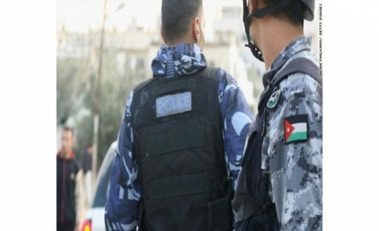 إصابة رجال امن بمداهمة مطلوب  في مخيم حطين