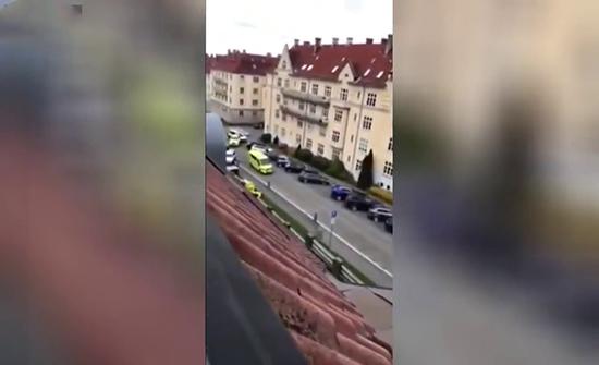 بالفيديو : سرق سيارة إسعاف ودهس المارة في النرويج