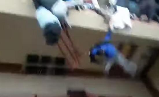 بالفيديو.. بوليفيا: قتلى ومصابين إثر سقوطهم من الطابق الرابع نتيجة تدافع طلاب جامعة