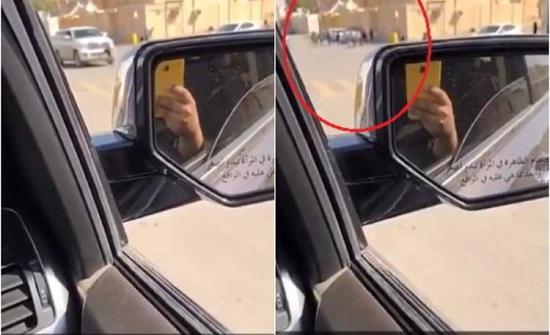 بالفيديو.. سعودية توثق مضاربة جماعية بين طلاب مدرسة