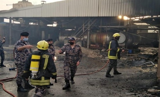 اخماد حريق هنجر تابع لاحد مصانع البولسترين في دير علا