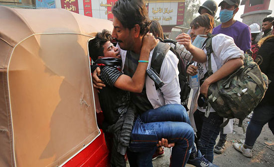 حقوق الإنسان العراقية: رصدنا احتجاز مسعفين خلال الاحتجاجات