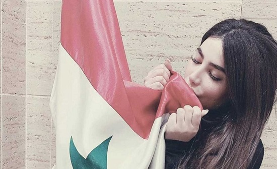 بعد إطلاق سراحها.. انجي خوري تدعو لبشار الاسد