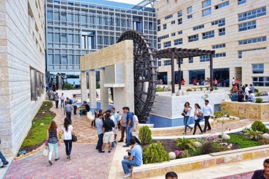 تخريج دورة في اللغة الإنجليزية لموظفي الجامعة الألمانية الأردنية