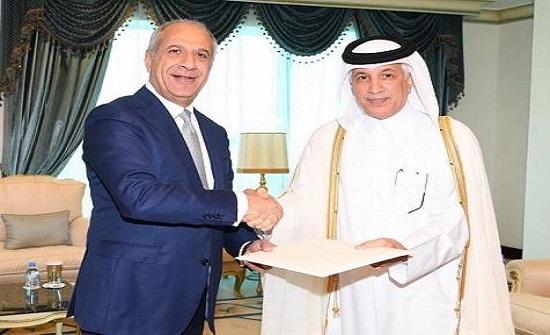 السفير اللوزي يقدم أوراقه لقطر