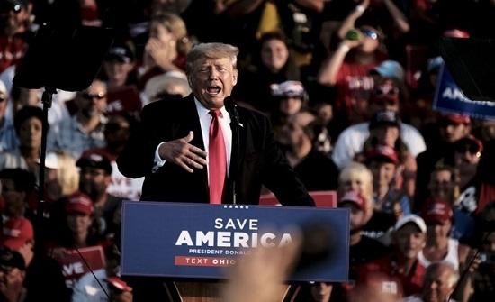 """ترامب يهاجم الجمهوريين بعد تمرير خطة بايدن.. """"ضعفاء وأغبياء"""""""