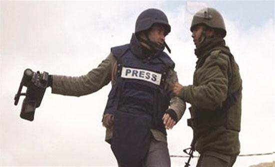 منظمة حقوقية تطالب بفضح انتهاكات الاحتلال بحق الصحفيين الفلسطينيين