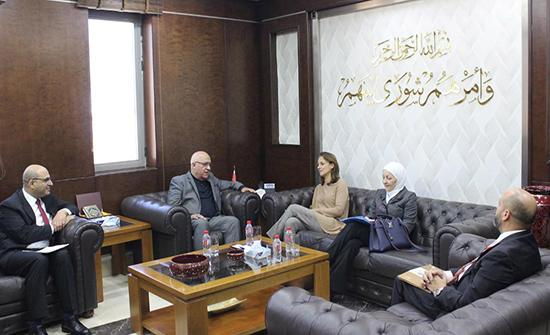 المعايطة يلتقي ممثلة اليونيسف في الأردن