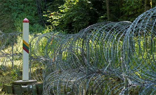 بولندا تستدعي القائم بالأعمال البيلاروسي بعد إطلاق نار مزعوم عبر الحدود