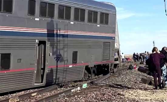 وفاة ثلاثة وإصابة 50 بخروج قطار عن سكته في اميركا