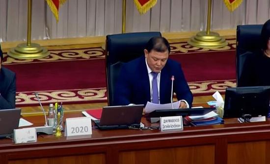 رئيس البرلمان القرغيزي يعلن عن استقالته على خلفية الاحتجاجات