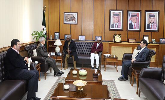 بحث تعزيز التعاون بين اليرموك والسفارة النيجيرية في عمان