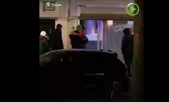 بالفيديو: سكان هولندا يصطفون خارج متاجر المخدرات قبل الإغلاق العام