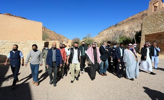 وزير السياحة : وضع حلول لتحديات المخيمات السياحية في وادي رم