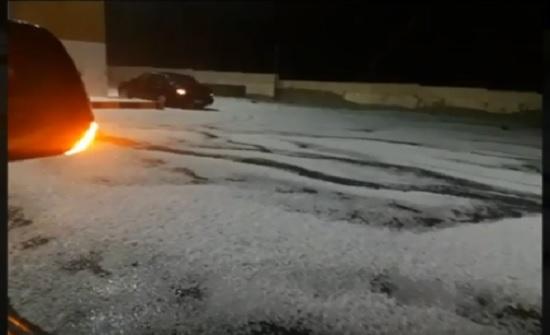 بالفيديو : تساقط غزير للبرد في الرويشد والصفاوي