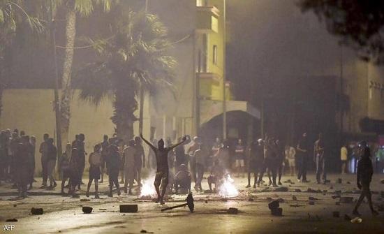 تونس.. ليلة عنيفة من المواجهات بين شبان ورجال الشرطة