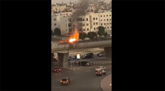 بالفيديو  : احتراق مركبة على جسر الكيلو